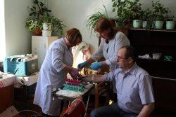 Кровь сдает Владимир Альбертович Бурмистров, Почетный донор (около 80 кроводач), АО «ЭКЗ» цех № 16.