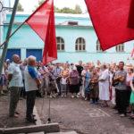 Протест в красных тонах